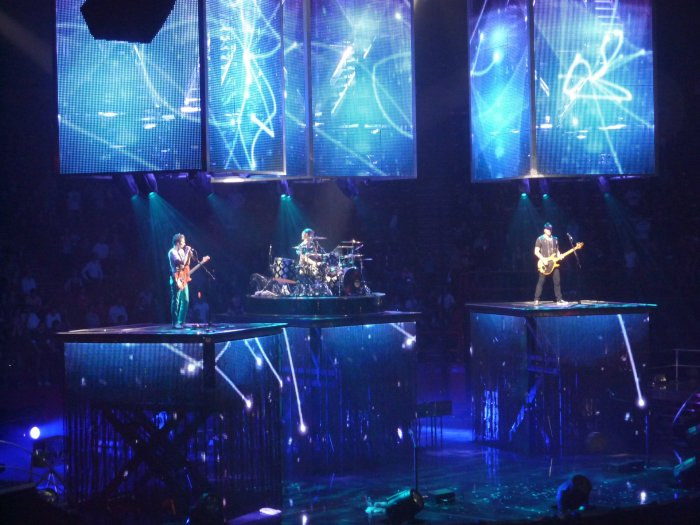 Muse_-_Bercy_2009_-_Muse_1
