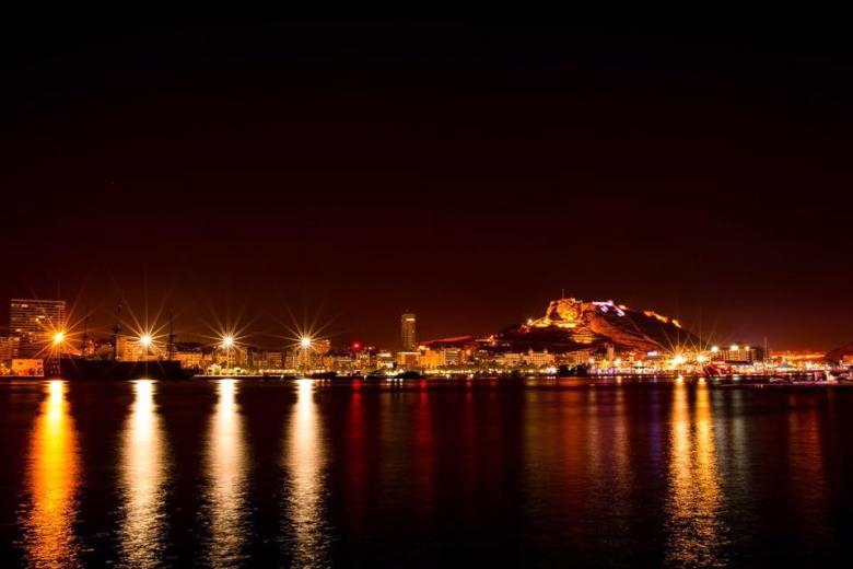 Foto: Alicante desde el muelle de levante. Fuente: Facebook Music Village Alicante